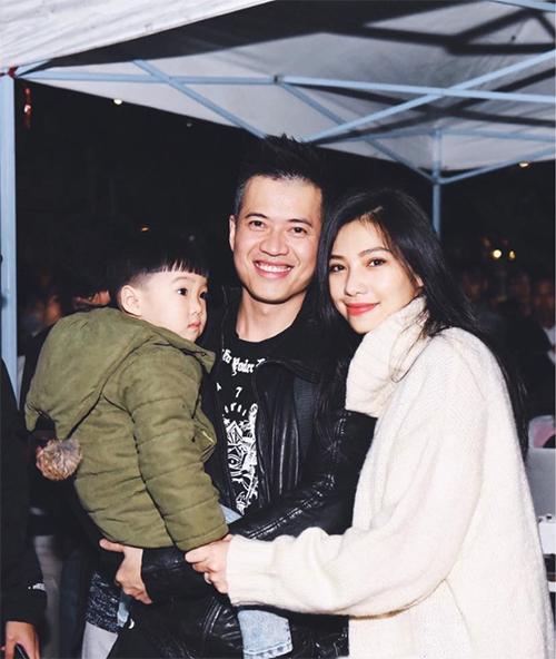 Lưu Đê Ly bên DJHuy DX và con trai.