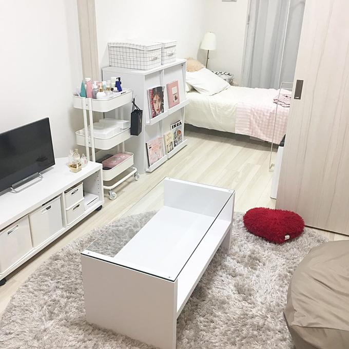 Mai, sống tại Tokyo,không sở hữu một căn hộ riêng, không có xe ô tô - Đó là tình trạng chung của hầu hết các nhân viên văn phòng, công nhân tại Nhật. Nhưng khi dành tâm huyết và thời gian để trang trí cho căn hộ đangthuê, Mai vẫn có thể biến nó thành không gian sống ấm áp, xinh xắn.
