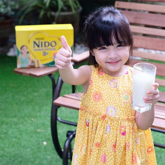 Zia trong một quảng cáo sữa.
