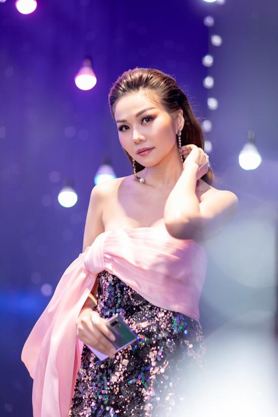 Hồ Ngọc Hà đụng váy Thanh Hằng - 1