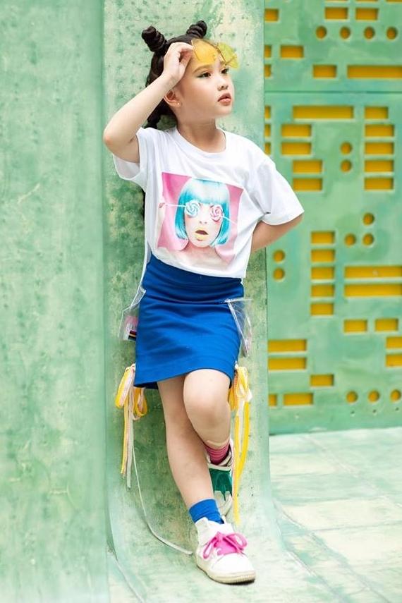 Khánh Vân vừa bước vào lớp một. Thường xuyên tham gia biểu diễn nhưng cô bé vẫn ưu tiên đảm bảo việc học tập tại trường. Em thích học tiếng Anh và còn có sở thích bơi lội. Hồi tháng 7/2019, Khánh Vân giành giải nhất cuộc thi bơi lội do Trung tâm thể thao quận Ba Đình tổ chức.