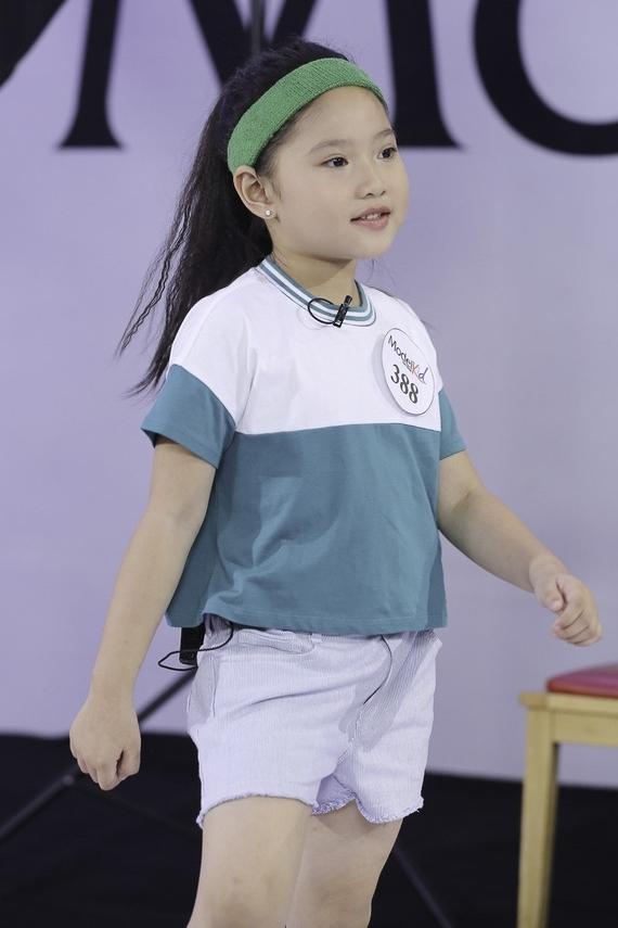 Đến nay, Khánh Vân có 2 năm kinh nghiệm trên sàn catwalk và tham gia các cuộc thi: Siêu mẫu nhí 2018, Người mẫu nhí Việt Nam 2019 (ảnh).