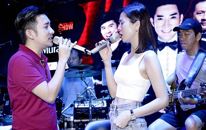 Quang Hà tiết lộ anh và Lệ Quyên sẽ có những tiết mục song ca tình tứ trong đêm nhạc ở thủ đô.