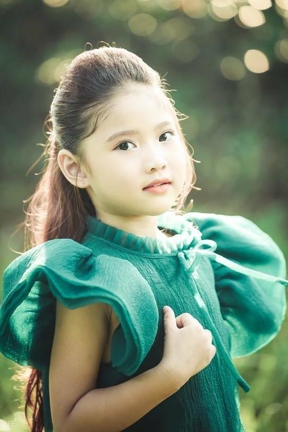 Ngoài đời, con gái cựu danh thủ yêu thích phong cách thời trang năng động, cá tính.