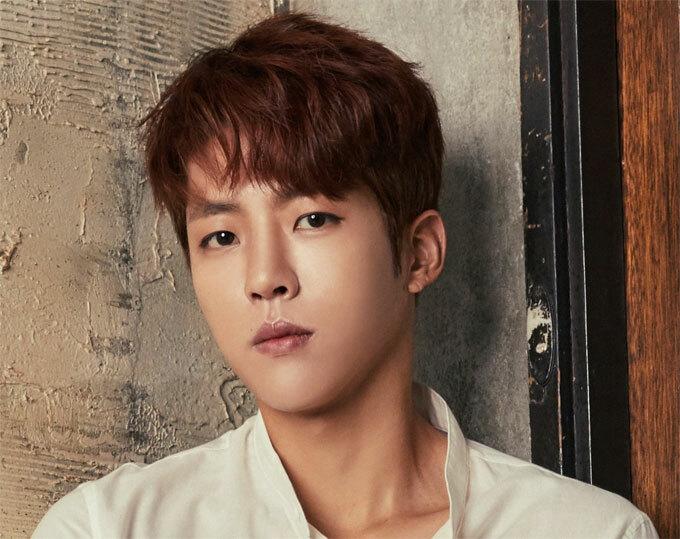 Thay vì áp dụng chăm sóc da trên da, thành viên Infinite này thích điều trị da của mình bằng cách tiêu thụ vitamin. Sungyeol thường uống nước ép bắp cải, đây là để giữ cho khuôn mặt của anh ấy sáng lên. Mẹo này thực sự rất phổ biến ở Hàn Quốc.