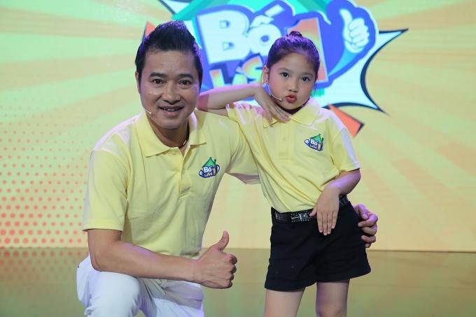Cô bé thể hiện tính cách nhanh nhẹn, hoạt bát khi xuất hiện trong một số chương trình gameshow: Biệt tài tí hon (trái), Bố là số 1 (phải)