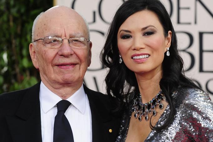 Tham vọng giàu sang và nổi tiếng của Đặng Văn Địch đến khi bà được giao nhiệm vụ phiên dịch và hộ tống tỉ phú Rupert Murdoch trong chuyến làm việc và tìm hiểu thị trường tại Hong Kong và Thượng Hải năm 1997. Đặng Văn Địch nhanh chóng chiếm được tình cảm của ông trùm truyền thông gần 70 tuổi. Murdoch nhanh chóng tiến hành thủ tụcly hôn và phân chia tài sản với bà Anna,người vợ đã chung sống với ông hơn 30 năm, có 3 người con chung, đồng thời là thành viên cấp cao của hội đồng quản trị tập đoànđể cưới Đặng Văn Địch.Bị đồn đoán dùng nhan sắc dụ dỗ tỷ phú, Đặng Văn Địch phân trần: Chúng tôi đã thuộc về nhau ngay từ cái nhìn đầu tiên đó. Tôi cũng không phải là cô bé lọ lem bước vào một thế giới xa hoa và giàu có trong gia đình nhà Murdoch. Quả thực tôi rất yêu người đàn ông này.