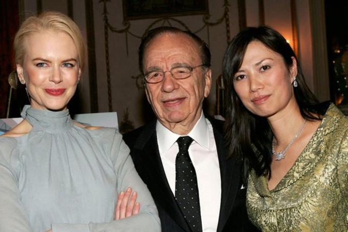 Kể từ khi trở thành phu nhân của ông vua truyền thông Murdoch, Đặng Văn Địch đã leo lên vị trí phó chủ tịch củaStar TV, đồng thời xây dựng và mở rộng mối quan hệ với nhiều nhân vật nổi tiếng và quyền lực như cựu thủ tướng Anh Tony Blair, Ivanka Trumphay nữ diễn viên Nicole Kidman. Bà cũng trở thành nhà môi giới các hợp đồng kinh doanh ở Trung Quốc với các doanh nhân phương Tây. Ảnh: BI.