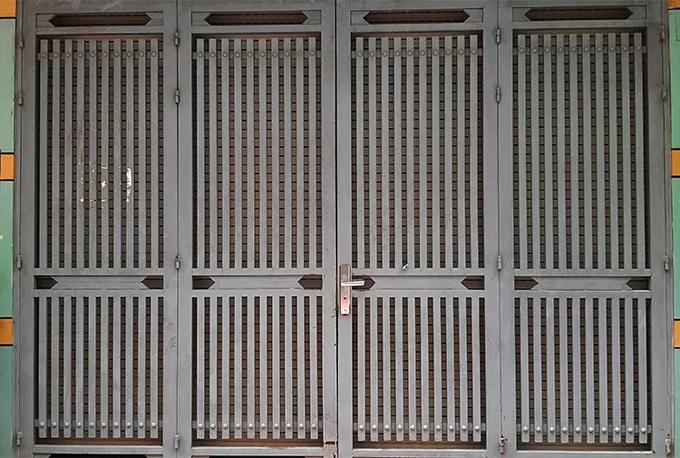 Hơn chục sinh viên ở ngôi nhà trọ xảy ra án mạng đã chuyển ra ngoài từ đêm 16/9.Sáng nay, ngôi nhà khóa trái cửa. Ảnh: Phương Sơn.