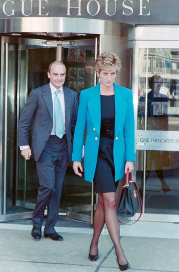 Diana đến thăm ở Vogue House, London năm 1996. Ảnh: UK Press.