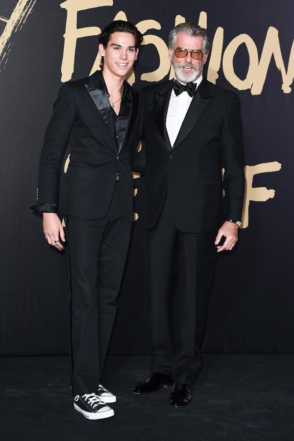 Pierce Brosnan và con trai, Paris Brosnan tại show thời trang tối chủ nhật. Ảnh: Shutterstock.