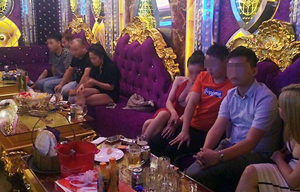 Gần 40 người dương tính trong 5 phòng karaokeXO Pharaon