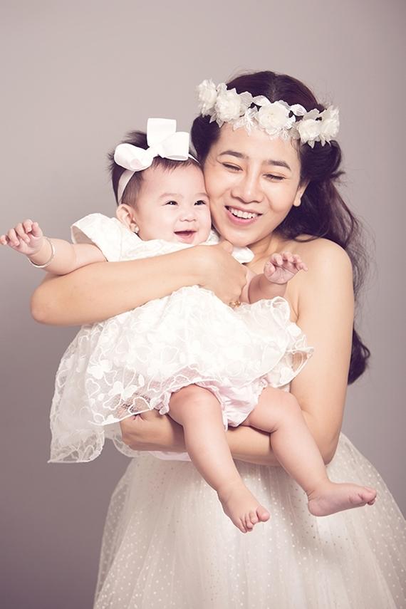 Mai Phương và con gái Lavie.
