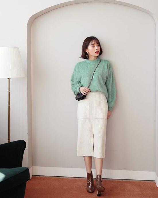 Áo len lông tông màu thanh nhã dễ mĩ cùng jeans và không khó để kết hợp cùng các kiểu chân váy.