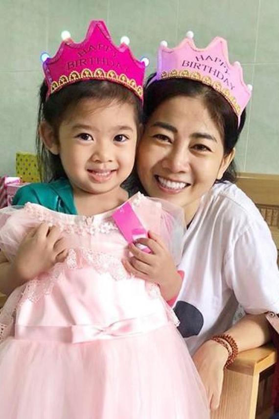 Mai Phương đón sinh nhật cùng con gái trong bệnh viện tháng 8/2018.