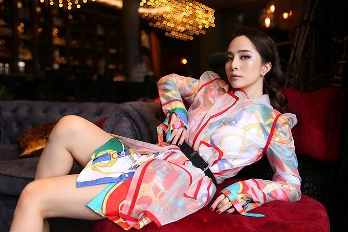 Bộ ảnh do nhà thiết kế Cao Minh Tiến trực tiếp thực hiện.