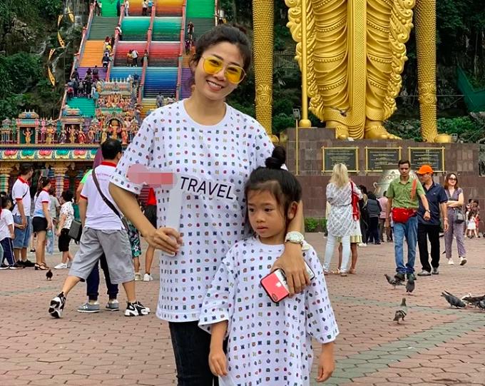 Mai Phương đưa con gái đi du lịch hè 2019.