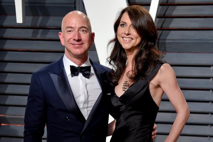 Mùa hè bận rộn của Jeff Bezos