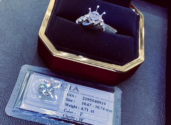 Viên kim cương 5K ông xã mua tặng Diễm My.