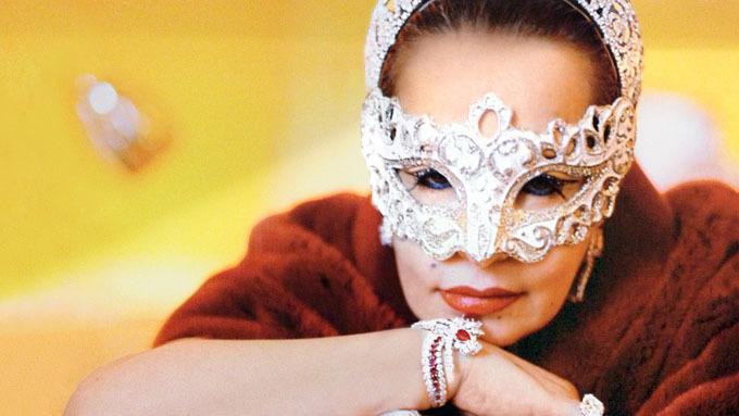 Công chúa Maha của Saudi Arabia khi chụp ảnh cho một tạp chí. Ảnh: Vanity Fair.