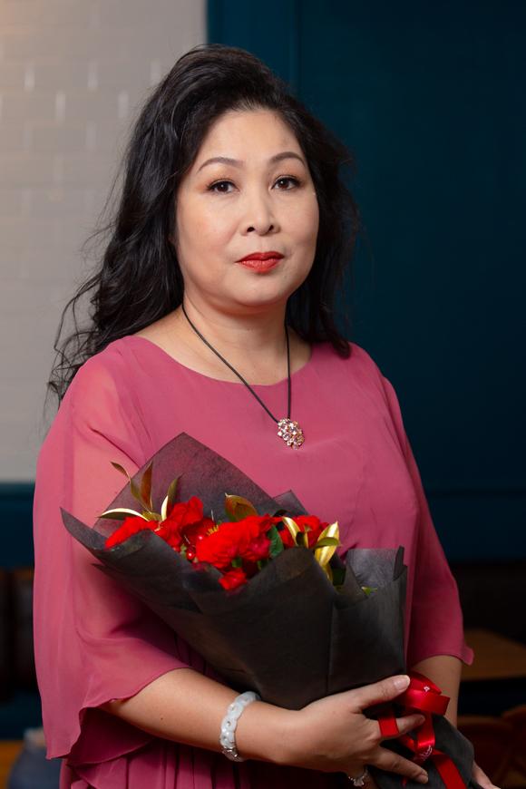 NSND Hồng Vân thể hiện vai diễn người mẹ của Lá và Mây, mang nỗi đau mất con hơn 20 năm.