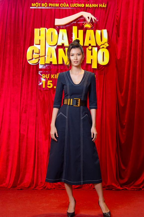 Người mẫu Cao Thiên Trang đảm nhận vai phản diện chính của phim. Cô tự nhận mình không thể đóng vai hiền lành vì khi trang điểm, gương mặt cô rất sắc và dữ.