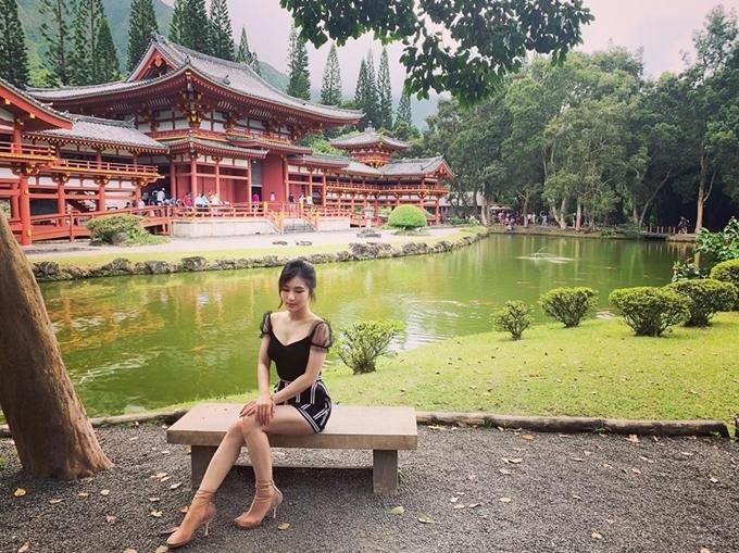 Chọn sang Mỹ du học, Hương Tràm đối mặt nhiều áp lực khi từ bỏ cuộc sống đầy đủ ở Việt Nam để thử thách bản thân với sự nghèo củacô sinh viên ở xứ lạ. Nỗi nhớ nhà, nhớ người thân đôi lúc khiến Tràm khắc khoải nhưng bình yên hiện tại cho cô nhận ra quyết định ấy là đúng.