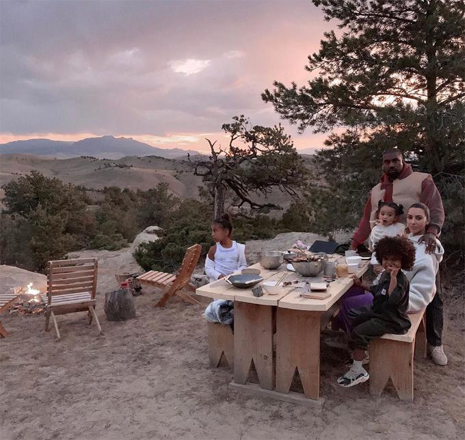 Nhà Kim ăn tối ở Wyoming hôm 17/9.