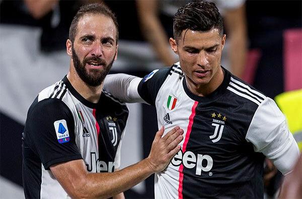 Higuain (trái) và C. Ronaldo