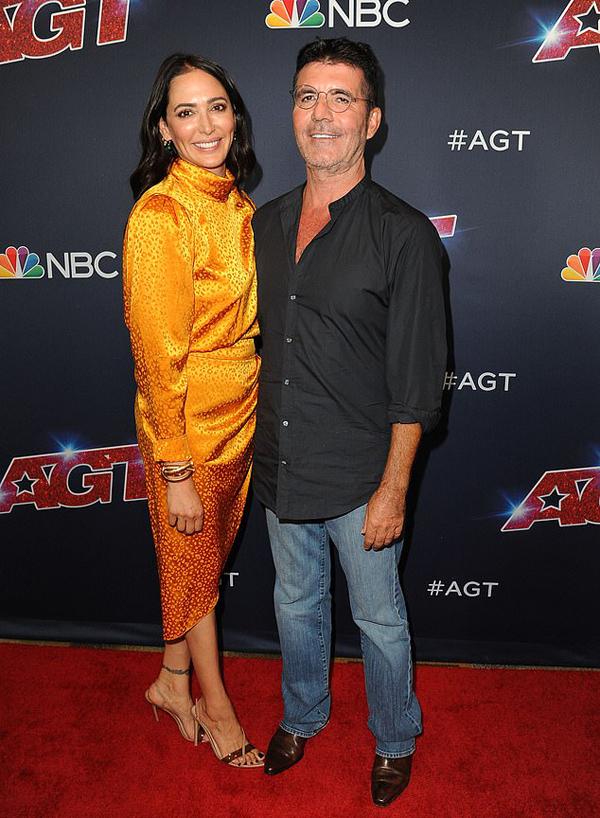 Bạn gái cùng Simon Cowell tới dự vòng đầu tiên của chung kết Americas Got Talent tại Los Angeles tối 17/9.