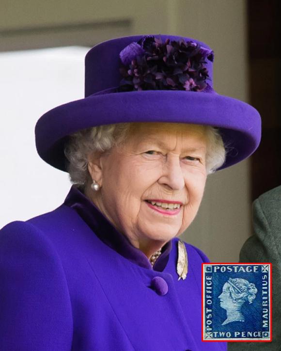 Nữ hoàng Anh và con tem 2d Post Office Mauritius quý hiếm. Ảnh: UK Press.
