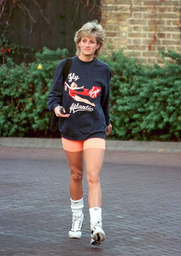 Không chỉ áo nỉ được giới trẻ mọi thế hệ ưa chuộng, kiểu quần đạp xe từng theo chân bông hồng Anh quốc tới phòng gym tháng 11/1995 cũng càn quét làng mốt thế giới thời gian qua.