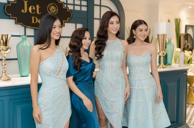 Top 3 Miss World 2019, Hoa hậu Lương Thùy Linh - Á hậu Tường San - Á hậu Kiều Loan diện trang phục ton sur ton hợp với chủ đề bữa tiệc.