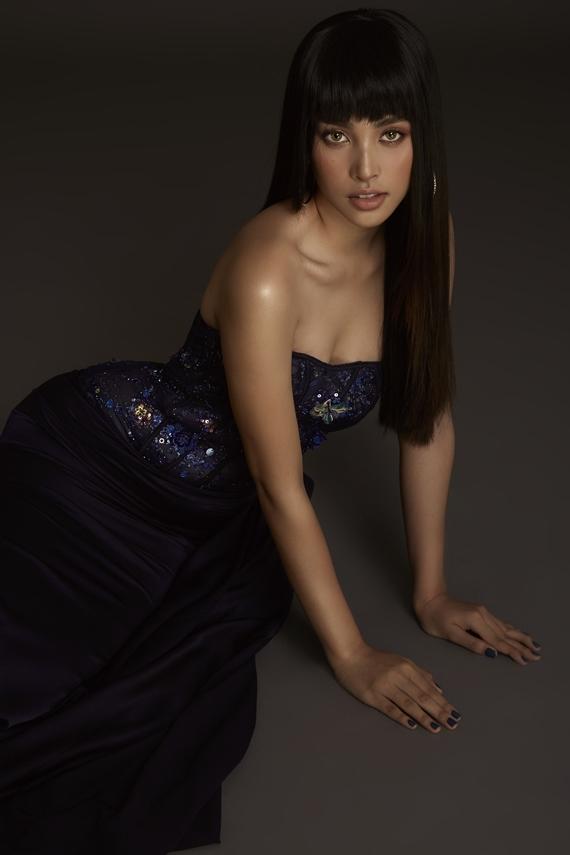 Trái ngược với lo lắng ban đầu của nhiều khán giả, Tiểu Vy thể hiện tự tin và lọt top 5 Hoa hậu Nhân ái, top 30 cuộc thi Hoa hậu Thế giới 2018.