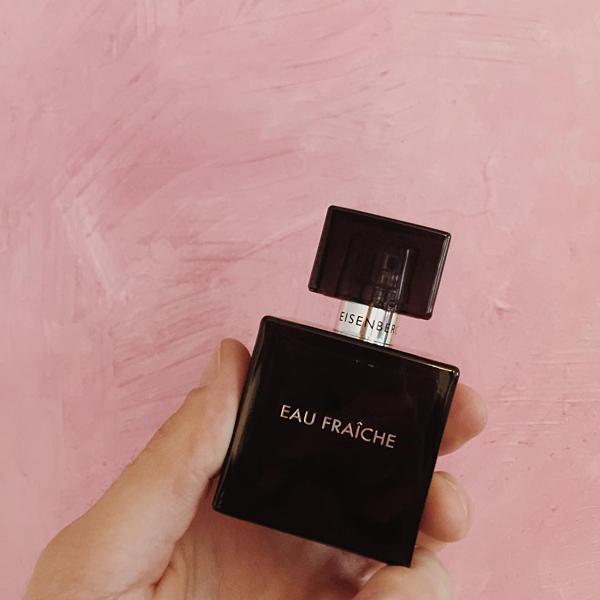 Eau Fraiche là dòng nước hoa có nồng độ tinh chất thấp nhất, phù hợp để sử dụng cả trong hoạt động thể thao.