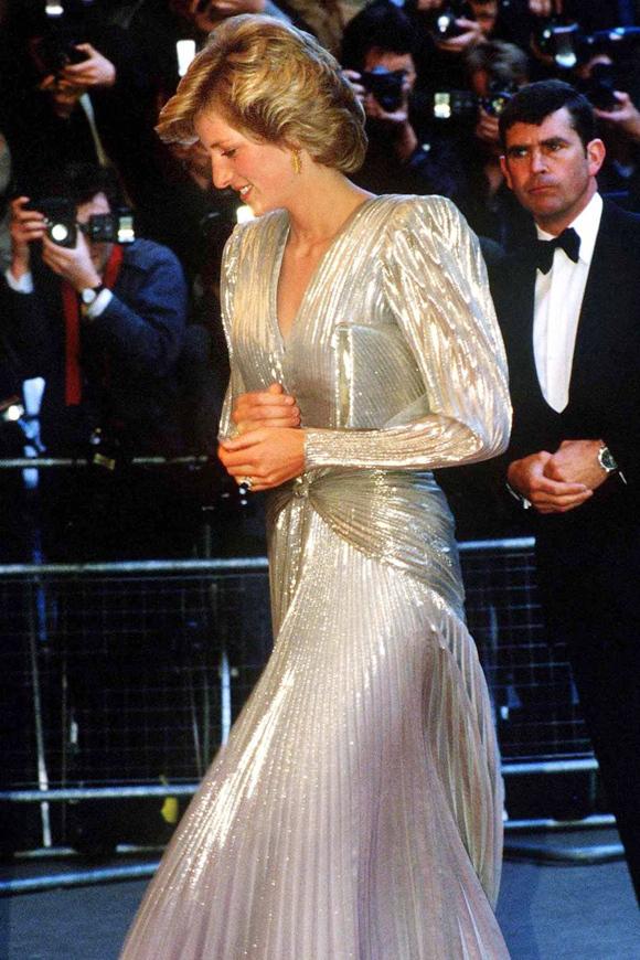 Tác phẩm ánh kim dập ly ấn tượng mà Diana mặc tới lễ ra mắt phim A View to a Kill năm 1985 vẫn có thể phù hợp với thảm đỏ 2019.