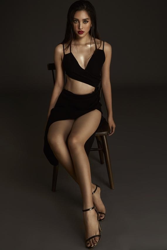 Người đẹp sinh năm 2000 vừa hoàn thành vai trò đại sứ hình ảnh cuộc thi Hoa hậu Thế giới Việt Nam. Sắp tới, Tiểu Vy hội ngộ người chiến thắng cuộc thi - Hoa hậu Lương Thùy Linh - để truyền đạt kinh nghiệm chinh chiến quốc tế.