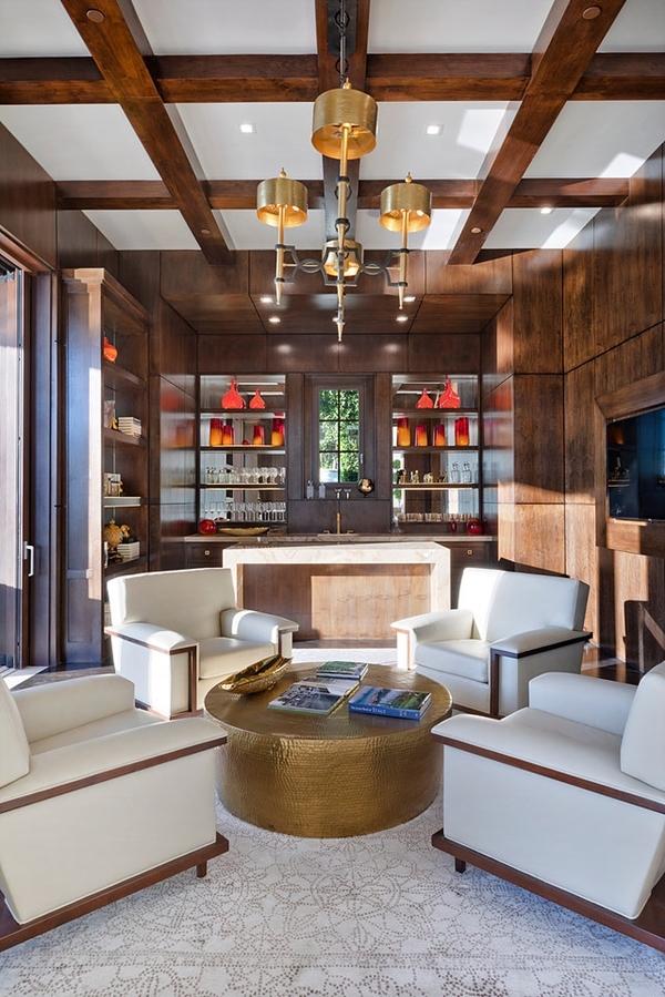 Biệt thự có đầy đủ không gian khác nhau: phòng giải trí - chiếu film, phòng tập đánh golf,phòng gymvà hầm rượu.