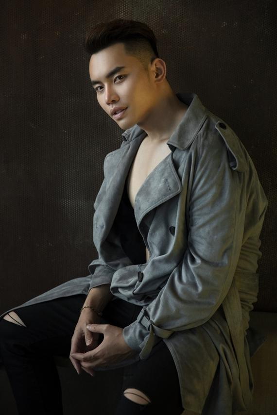 Ngoài hình thể cuốn hút, kinh nghiệm nhiều năm trên sàn catwalk và các kỹ năng từ công việc MC giúp Mạnh Khang tự tin chinh chiến đấu trường quốc tế.
