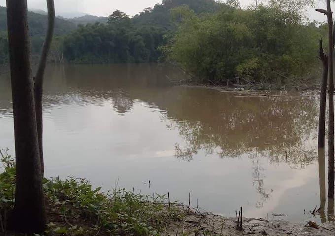 Sông Lam gần khu nơi phát hiện thi thể bé Vương.