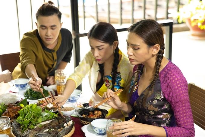 Giữa không gian sân vườn, các nghệ sĩ vừa thưởng thức ẩm thực, vừa nghe đờn ca tài tử. Chương trình phát sóng vào lúc 17h10 chủ nhật ngày 22/09, phát lại vào 10h15 thứ 6 ngày 27/09.