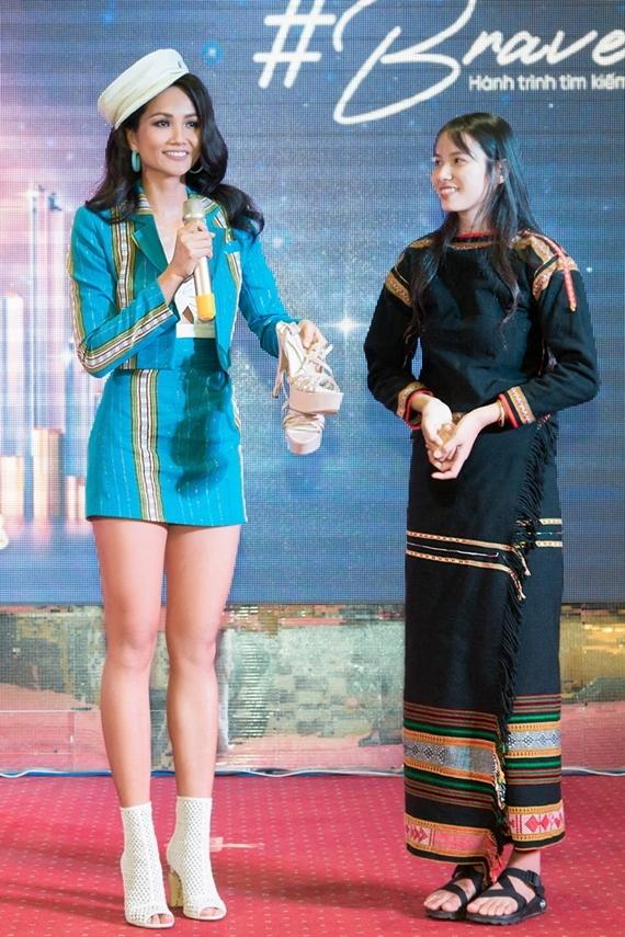 Nhan sắc bản sao Phạm Hương ở Hoa hậu Hoàn vũ VN 2019 - 6