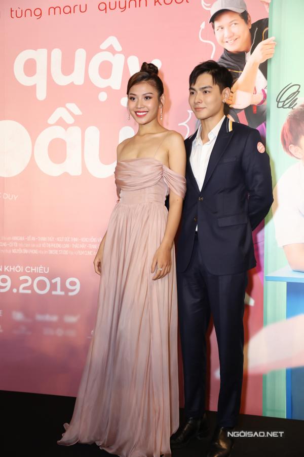 Người mẫu Chúng Huyền Thanh cùng chồng - ca sĩ Jay Quân tới ủng hộ các đồng nghiệp. Tại sự kiện, Jay Quân được các fan bí mật tổ chức sinh nhật.