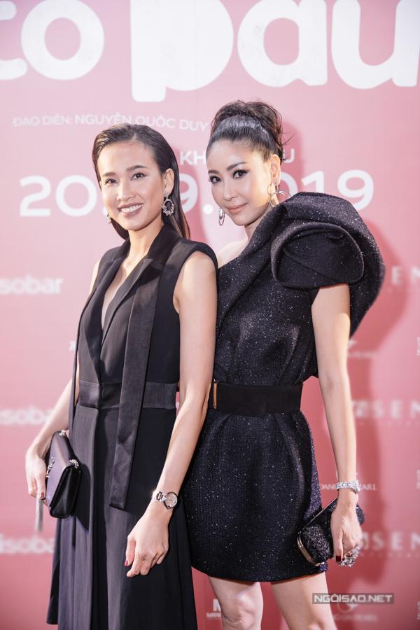 Hoa hậu Hà Kiều Anh (phải) và Hoa hậu Dương Mỹ Linh.