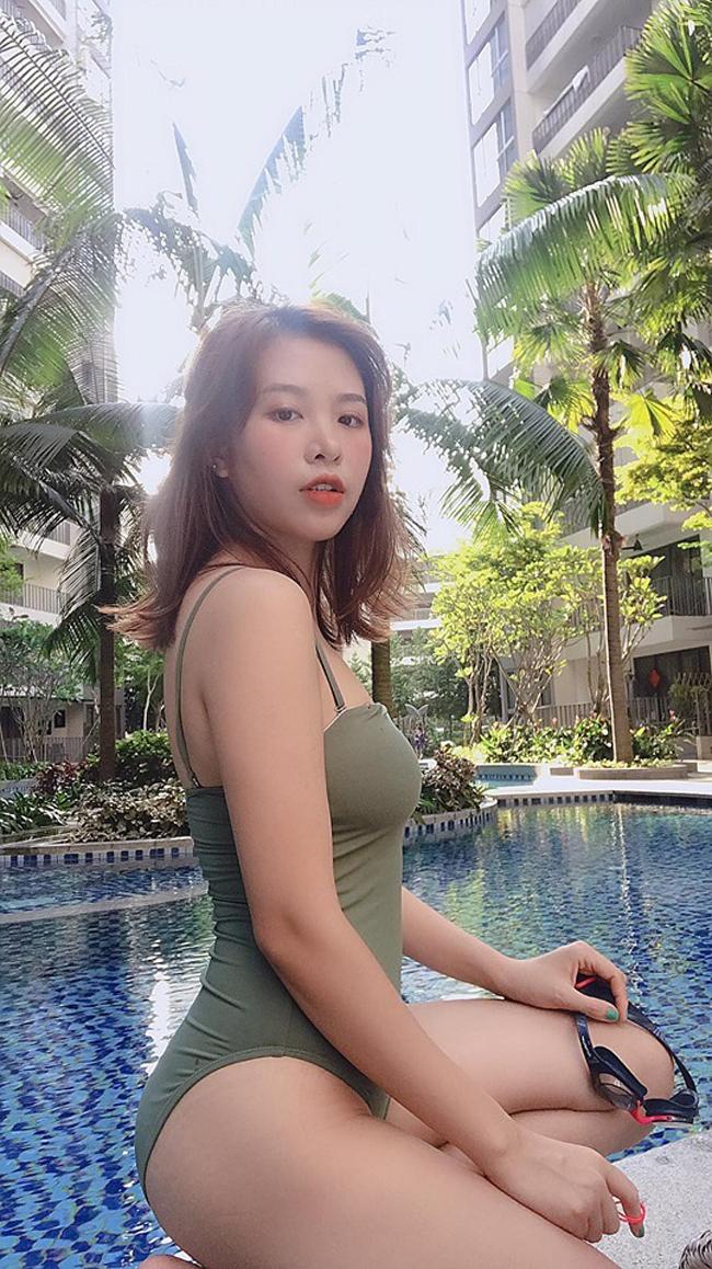 Giảm thành công 11 kg giúp Thùy LInh tự tin diện các kiểu váy áo điệu đà, bikini...