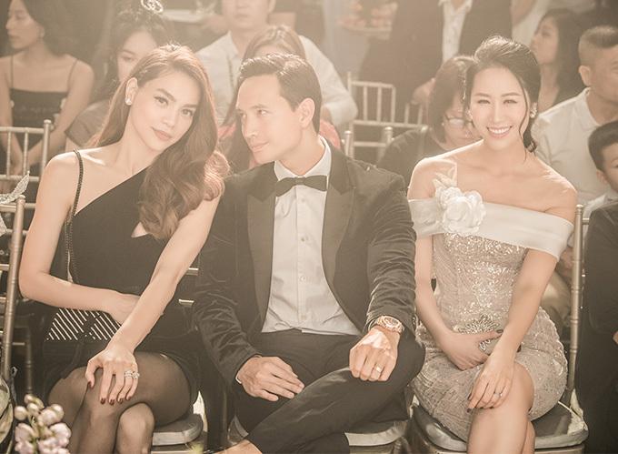 Hồ Ngọc Hà và Kim Lý có mặt từ sớm để ủng hộ người em thân thiết là nhà thiết kế Anh Thư.