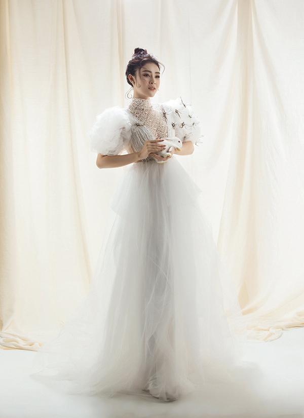 Lý Kim Thảo sinh năm 1995, hoạt động chủ yếu trong lĩnh vực người mẫu. Năm 2018, cô đoạt Á hậu tại cuộc thi Hoa hậu Việt Nam châu Á và vướng tin đồn mua giải nhưng phủ nhận.