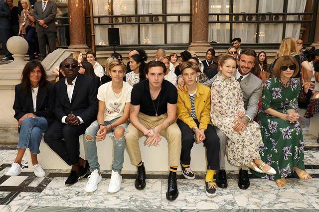 Becks và các con ngồi hàng ghế đầu show diễn của Vic hôm 15/9.