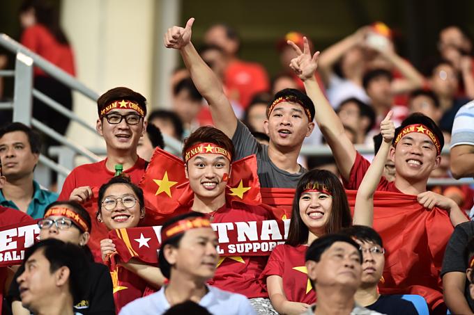 Đến Philippines để cùng tận hưởng không khí bóng đá cuồng nhiệt là một cách gắn kết gia đình