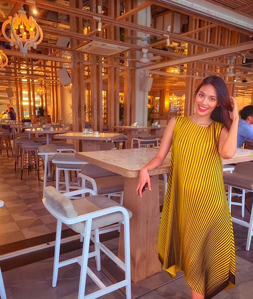 Bà bầu Lan Khuê khoe được dẫn đi ăn còn được chụp ảnh đẹp.